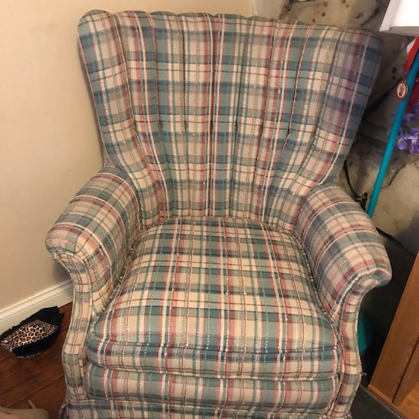 Brilliant Used White And Blue Plaid Sofa Chair For Sale In Glendale Gamerscity Chair Design For Home Gamerscityorg