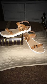 New tan leather ladies sandals made in Italy size 9 Oakville, L6K 1Y8