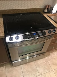Whirlpool Range, Stainless Steel Broken Top. oven works great