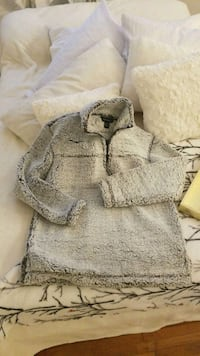 Super soft sherpa look sweater size S  Delta, V4C 1C1