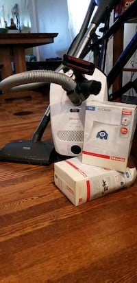 Miele S2120 Canister Vacuum like new Hyattsville, 20782