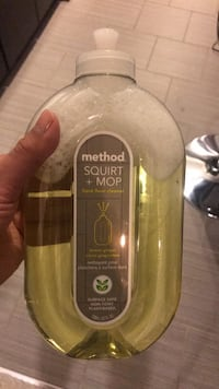 Method squirt and mop hard floor cleaner