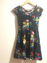 black and red floral scoop-neck dress Markham, L3S 2E1