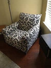 Accent chair Virginia Beach, 23456