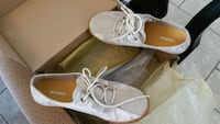 pair of white-and-brown leather sandals La Puente, 91744