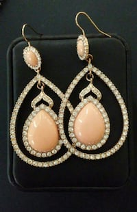 Gold-colored teardrop earrings with gemstone!!! Huntingtown, 20639