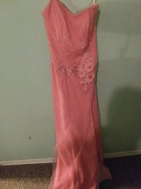 Ladies evening gown Size 6 Barrie, L4N 7N1