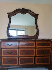 Solid wood Brown dresser with mirror & Nightstand Woodbridge, 22191