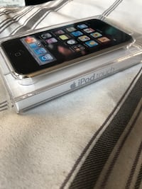 iPod touch BRAND NEW 8G Mississauga, L5B 2N6