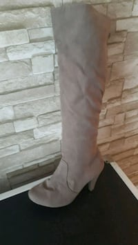 Size 9 women boots, used once or twice. Montreal