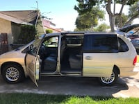 Chrysler - Town and Country Limited - 2000 Lakewood, 90715