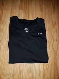 black Nike v-neck t-shirt Ontario, N0A