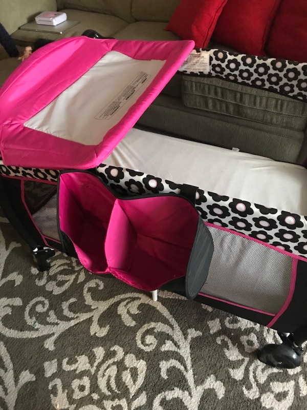 Pack and play with diaper changer and mattress