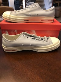 pair of white Converse low-top sneakers with box San Antonio, 78256