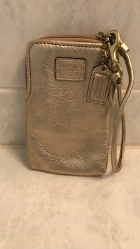 Coach wristlet, 100% leather, excellent condition  Boyds, 20841