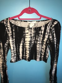 white and black scoop neck long sleeve crop top Baltimore, 21201