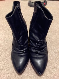 Pair of black leather heeled boots Balgowlah, 2093