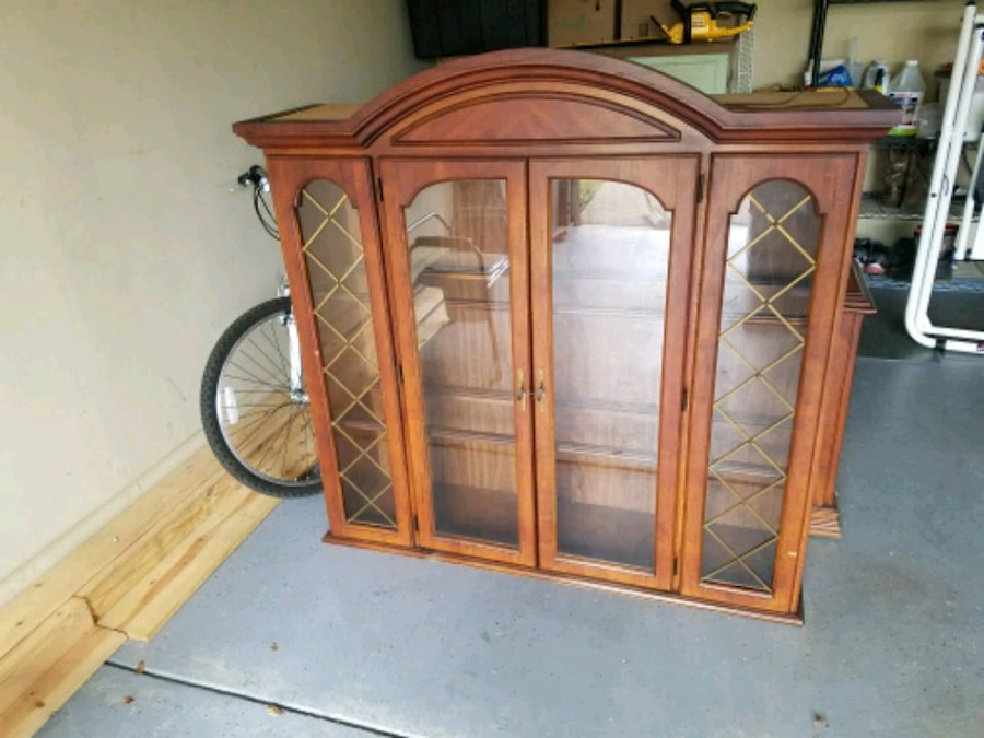 Photo Antique China Cabinet