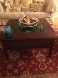 Coffee table with glass display case Dollard-des-Ormeaux, H9G 1X2