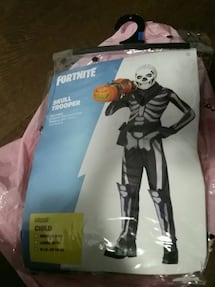 Skull trooper fortnite size youth XL 14-16