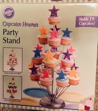 NEVER USED Cupcake stand/holder Madison, 39110