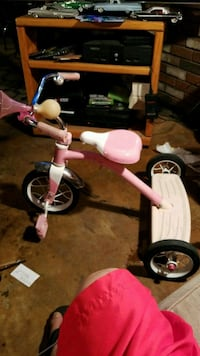 white and pink trike Bakersfield, 93305