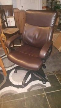 brown leather office rolling armchair Annandale, 22003