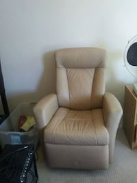 Leather recliner chair Nanaimo, V9S