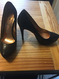 Pair of black leather heeled shoes. Utica, 13501