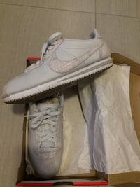 Nike Cortez women's size 8.5 great condition white blue from pet and smoke free owner  Vancouver, V5S 3R1