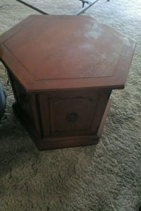 brown wooden 2-drawer nightstand Miami, 33168