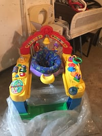 baby's multicolored activity gym Cowansville, J2K