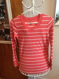 white and red scoop-neck stripped long-sleeve shirt
