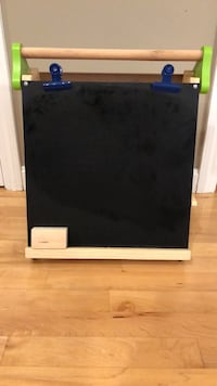 Discovery Kids table top easel, white board, chalk board