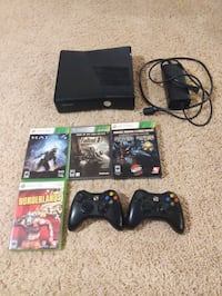Xbox 360 with 5 games and 2 controllers Maple Grove
