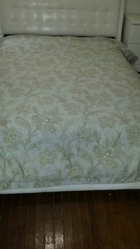 white and brown floral bed sheet Saint Louis, 63116