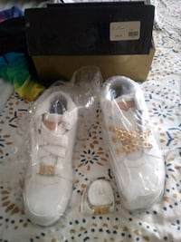 pair of white-and-gold shoes St. Louis, 63109