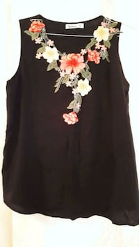 women's black and white floral sleeveless top Côte Saint-Luc, H3X 2W5