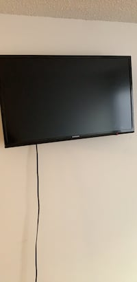 32 inch Television with wall mount Manassas, 20111