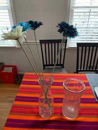 Two vases with artificial flowers Mc Lean, 22101