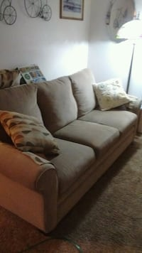 gray fabric 3-seat sofa East Lyme, 06333