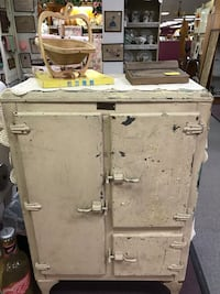 Antique metal ice box Waterford, 48328