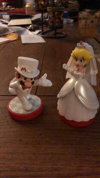 Cake toppers Mario and peach Hightstown, 08520