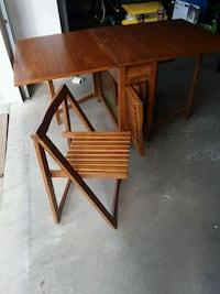 6ft folding table & 4 chairs Des Moines, 50320