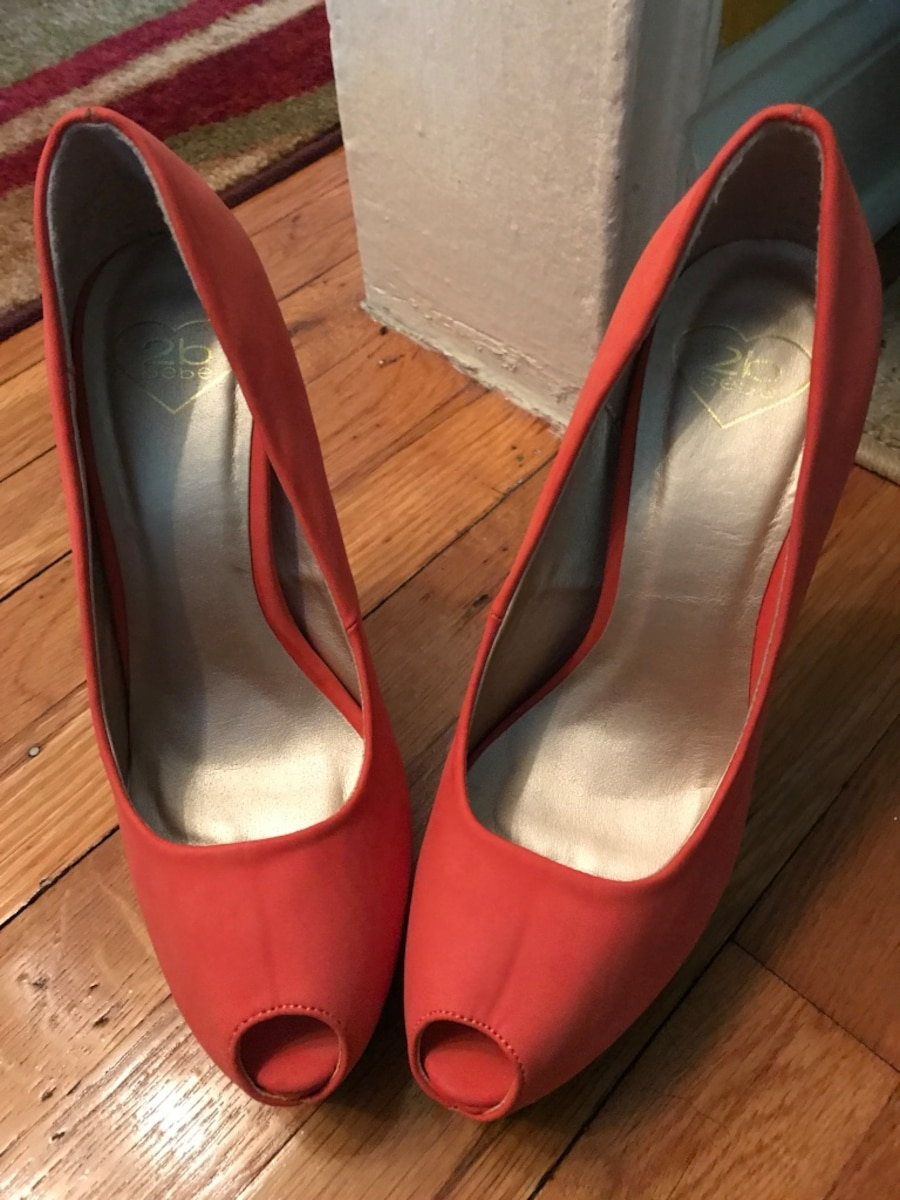 Pair of coral suede platform heeled shoes - Oakland Gardens