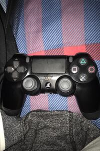 Ps4 controller 8/10 condition  Mississauga, L5B 3J2