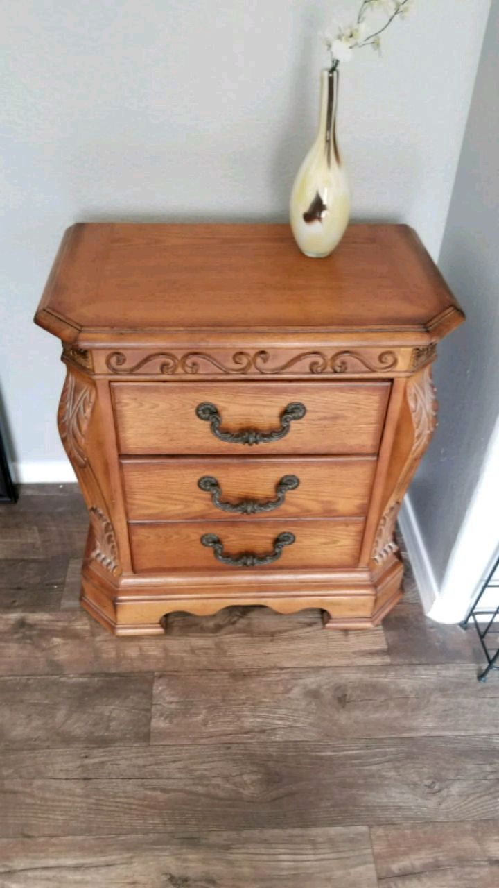 Photo Ashley Furniture set of two.hand carved..you got to see it :) each 95