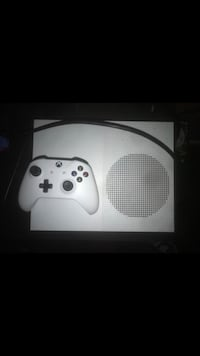 white Xbox One console with controller Perth Amboy, 08861