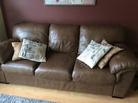Real leather couch - great condition  Hamilton, L0R