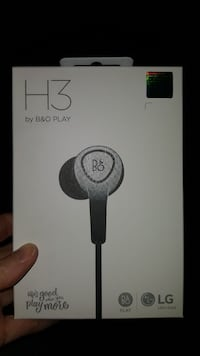 white H3 by B and O play earphones box